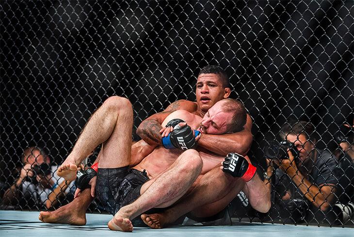 Экс-чемпиона UFC уничтожили в бою: два нокдауна, жестко рассеченная бровь и полная капитуляция. Бернс съел Вудли
