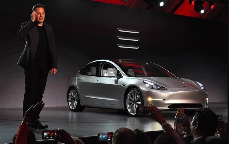 7926a699266c У adidas были разборки с Tesla и «Барселоной». Все из-за легендарных полосок