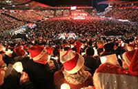28 тысяч болельщиков поют песни при свечах. Теплая традиция берлинского «Униона»