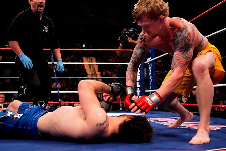 15 лет назад в MMA можно было бить ногой по голове лежачего. Так дрался даже Федор