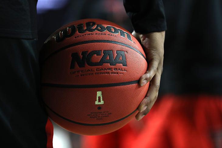 Почему баскетбольный мяч стал оранжевым?