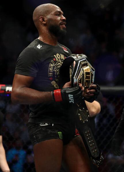 Джонс разобрал спорный бой против Рейеса. Чемпион считает, что лучше бил, давил и проводил тейкдауны