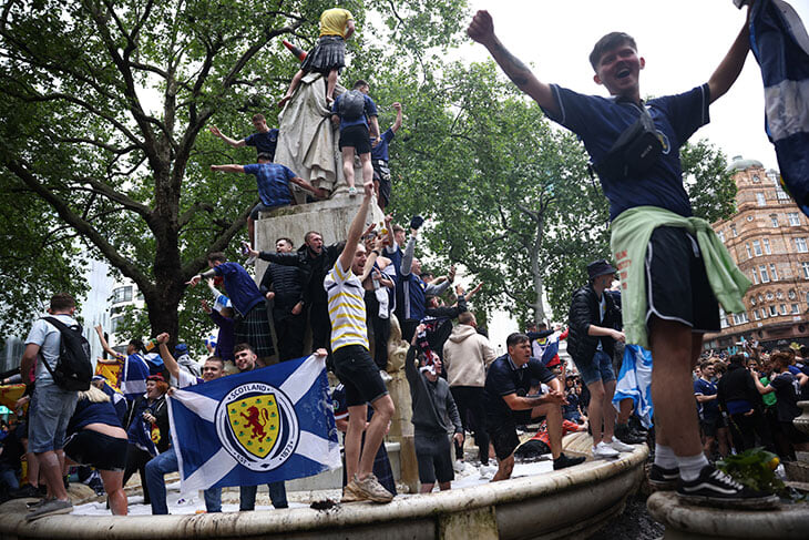 Шотландцы захватили Лондон, а их сборная не проиграла на «Уэмбли». Самое шумное событие этого Евро
