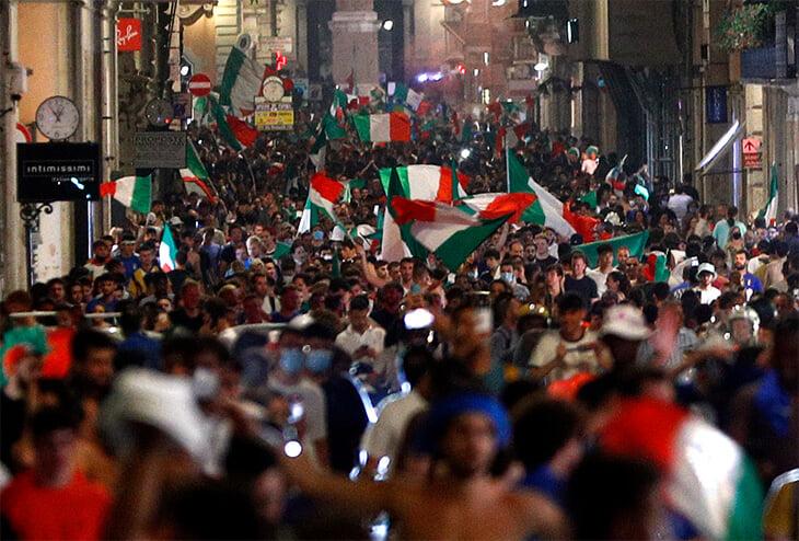 Рим, Милан, Неаполь – в огне. Победу празднуют даже в Австралии, а в Глазго шотландцы гуляют вместе с итальянцами