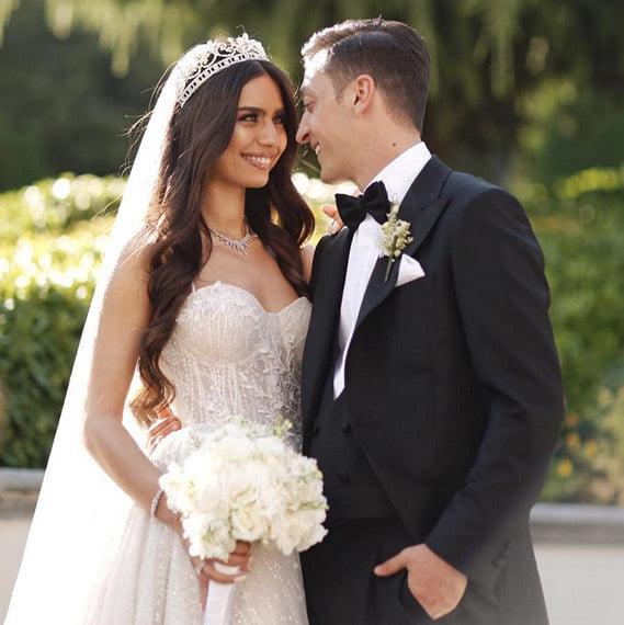 Свадьба Озила важна не только из-за Эрдогана (он так может повышать рейтинг): Месут оплатит операции тысяче детей