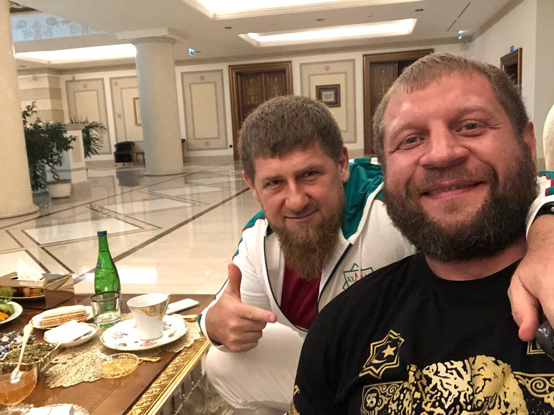 Кадыров бросил вызов Александру Емельяненко. Раньше он называл его новым императором и даже бил на спарринге