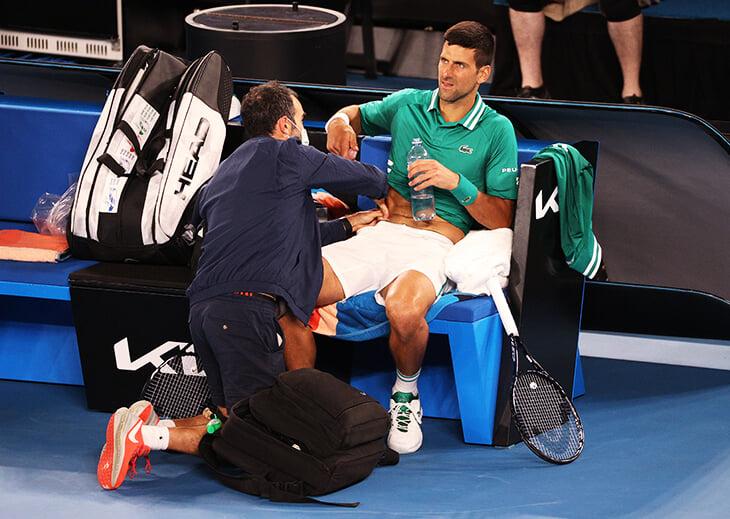 Джокович выиграл Australian Open с надрывом мышц живота. В Австралии таких травм было много – вероятно, из-за карантина