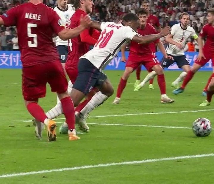 Падение Стерлинга, которое вывело Англию в финал. Это фол?