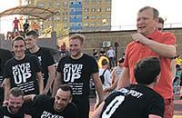 Розанов тяжело болеет. Комментаторы «Матч ТВ» вышли на матч в футболках с фразой Never Give Up и его цитатами