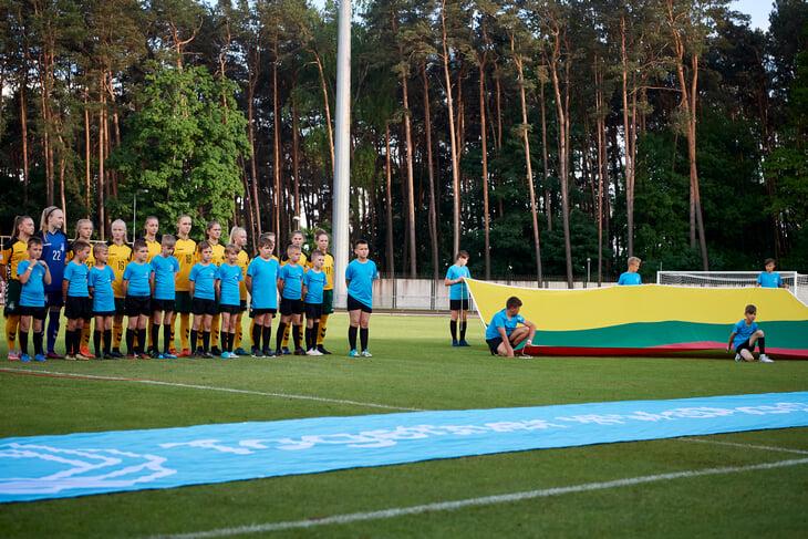 Молодежка разгромила Литву за 6 минут (с дублем Тюкавина и комичным автоголом). А играли... в вековом бору!