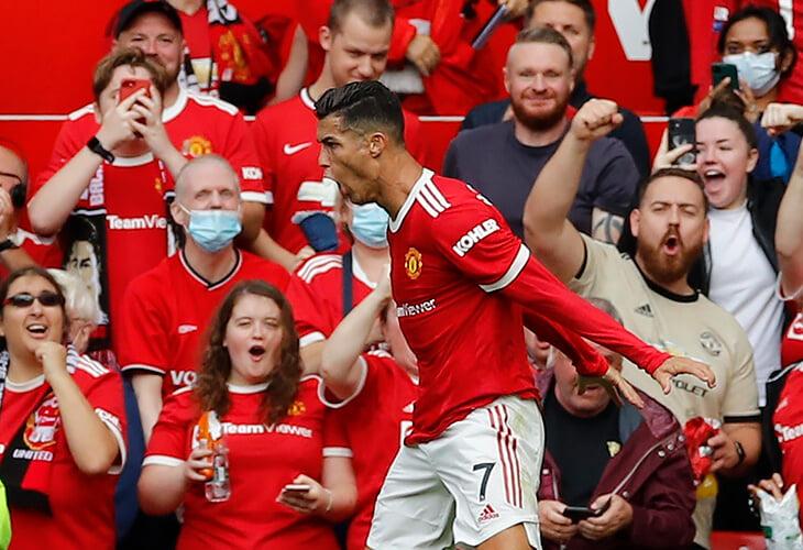 Роналду забил два за «МЮ» сразу же – любимому клиенту! Добавил из вратарской и отправил между ног