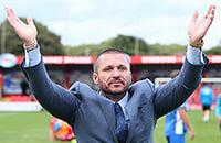 Английский миллионер купил клуб, уволил тренера, назначил себя вместо него и купил 15 игроков. Все за один день!
