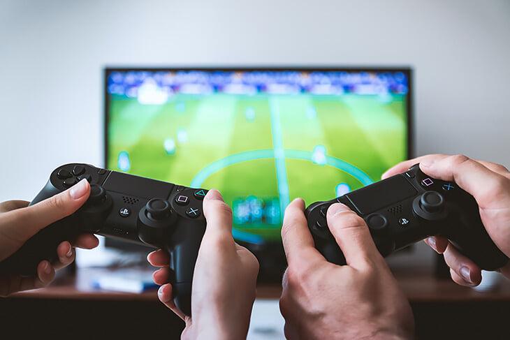 1,5 миллиарда долларов в год EA Sports приносят паки. Некоторые страны уже запрещают их из-за азарта и зависимости