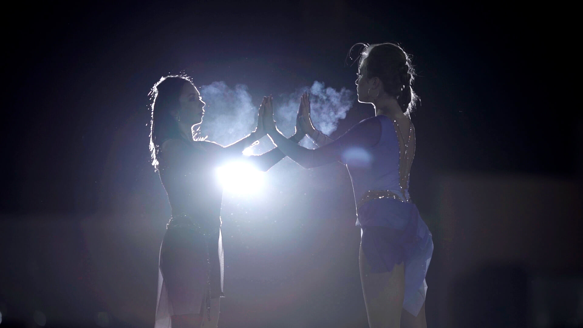 Туктамышева и Радионова вместе на льду: танец на катке в парке, платья как у диснеевских принцесс