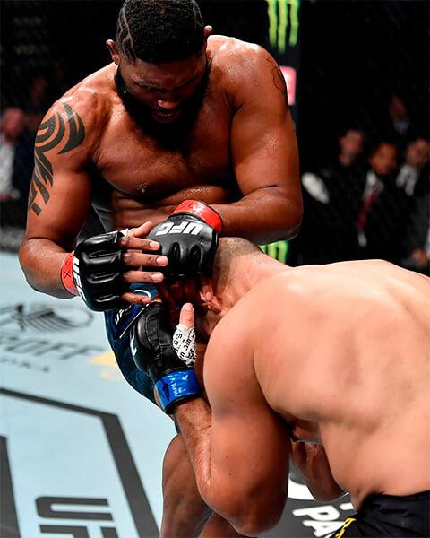 Блэйдс жестко нокаутировал Дос Сантоса. Теперь он хочет титульник UFC