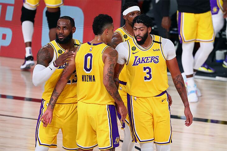 «Лейкерс» выиграли матч в плей-офф НБА впервые за 3015 дней