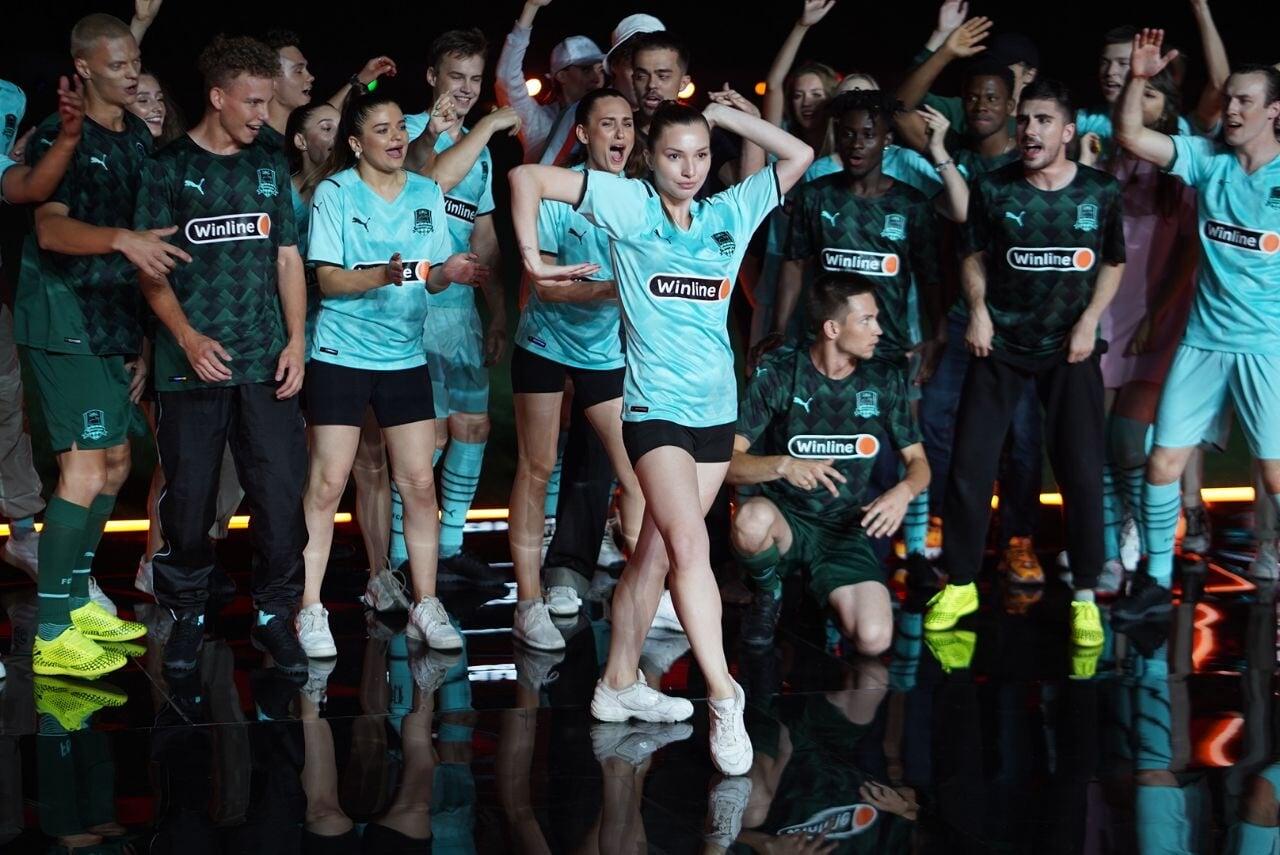«Краснодар»стильно представил форму – совместил модный показ с уличными танцами