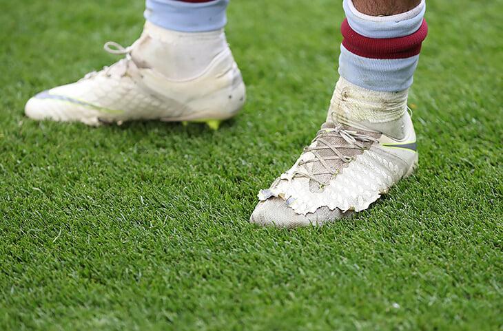 «Подтяни свои сраные гетры и начни уже играть в футбол». Жизнь Джека Грилиша в 10 фотографиях