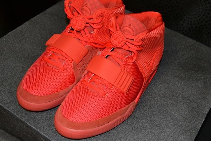Вскоре после релиза Air Yeezy 2 Канье ушел от Nike к adidas – из-за денег.  «Я сказал Nike  мне нужны проценты с продаж, – говорил тогда Уэст. – У  Майкла ... adb2028f312