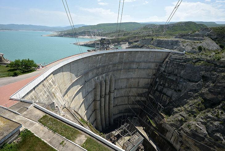 Хабиб сказал, что Дагестан обеспечивает электроэнергией запад России, но живет очень бедно. Это не так