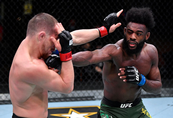 Джонс назвал поражение Яна справедливым. Хотя сам мог потерять титул из-за похожего удара – только соперник вел себя по-другому