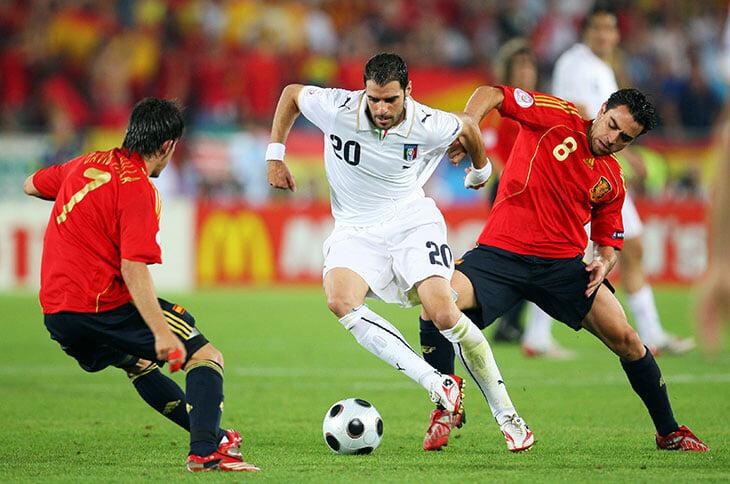 На Евро-2008 Испания превратилась из лузеров в чемпионов. Все благодаря победе над Италией в четвертьфинале
