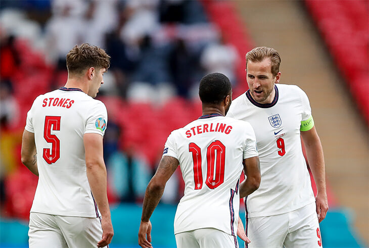 Ох, как сильно ненавидят сборную Англии в соцсетях. Больше всего достается Саутгейту, Кейну (за уровень игры) и Стерлингу (за цвет кожи)