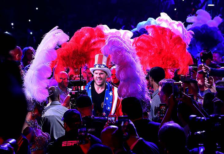 Шоу Фьюри в Лас-Вегасе: вышел в трусах Аполло Крида, разнес Шварца и спел жене Aerosmith