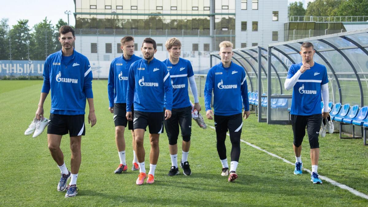 19 игроков отправились на сбор Зенита, футболисты сборной России присоединятся через неделю