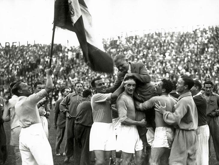 Манчини на Евро побил рекорд Витторио Поццо, который выиграл с Италией два ЧМ подряд (больше таких тренеров нет). Перед финалами ему угрожал Муссолини