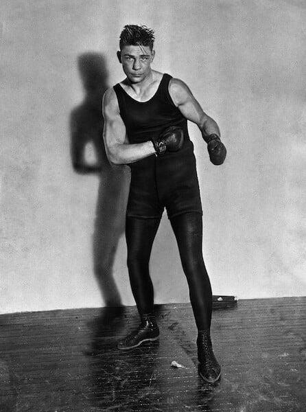 В год самой безжалостной пандемии боксер провел 45 боев