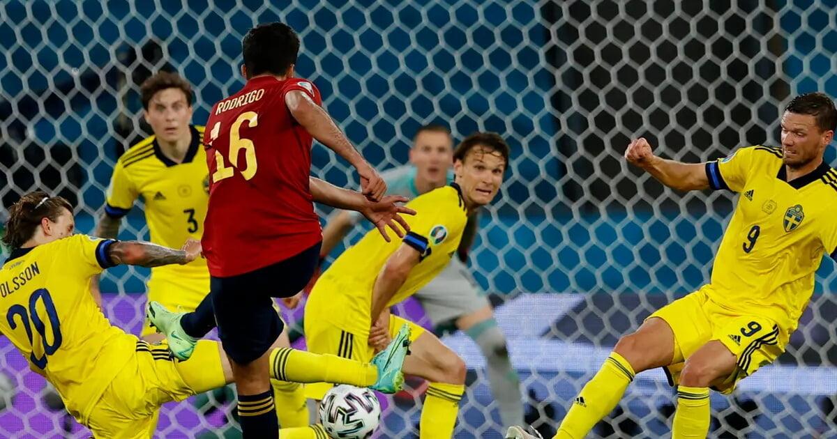 Испания нанесла 2 удара в створ во 2-м тайме со Швецией  оба после 89-й минуты