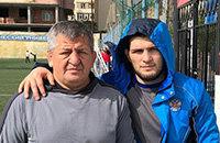 Отцу Хабиба снова отказали в визе США. Он увидит главный бой сына только по ТВ