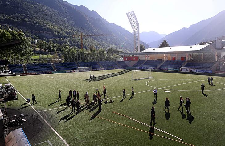 Пожар на стадионе в Андорре: пострадали скамейки запасных и даже часть поля. Но матч с Англией в силе