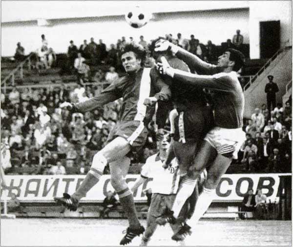 Первый сезон Семина-тренера в «Локо»: верил в белые футболки, открыл Горлуковича, выгнал Петракова за бокал шампанского