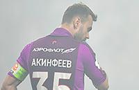 Фанаты сожгли на дерби так много пиротехники, что Карасев остановил игру. Зато фото красивые