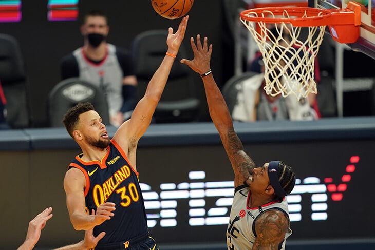 Следите за дуэлью лучших бомбардиров НБА? Била и Карри разделяет 0,1 очка