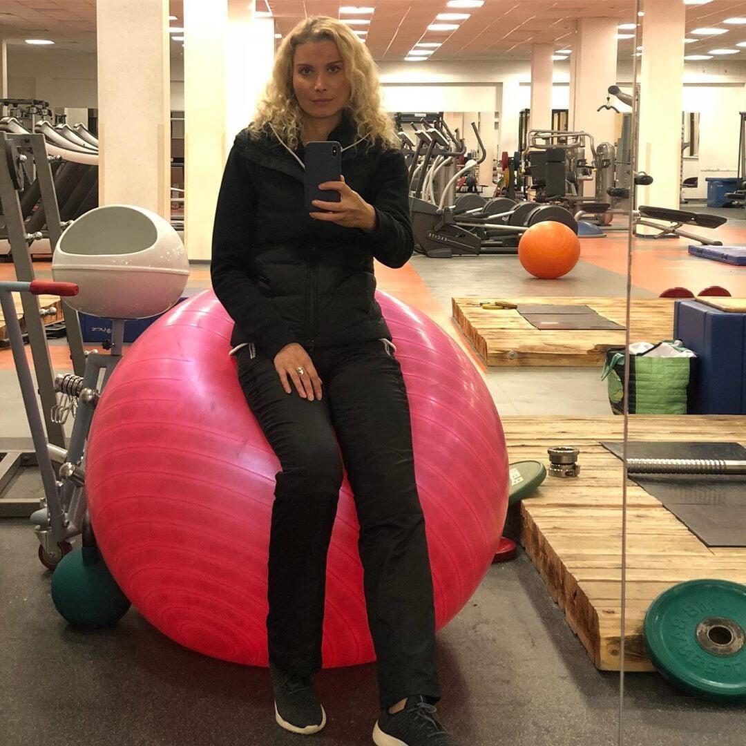 Розовый мяч Новогорска & Индивидуальный чемодан фигуриста - Страница 6 Ruedb0e23d249