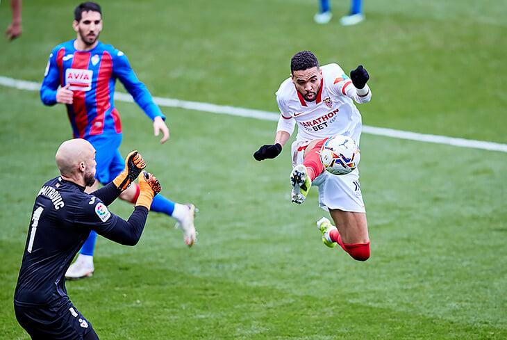 Пока «Реал», «Барса» и «Атлетико» разбираются между собой, титул Ла Лиги может утащить «Севилья» Лопетеги. Ее невозможно перебегать