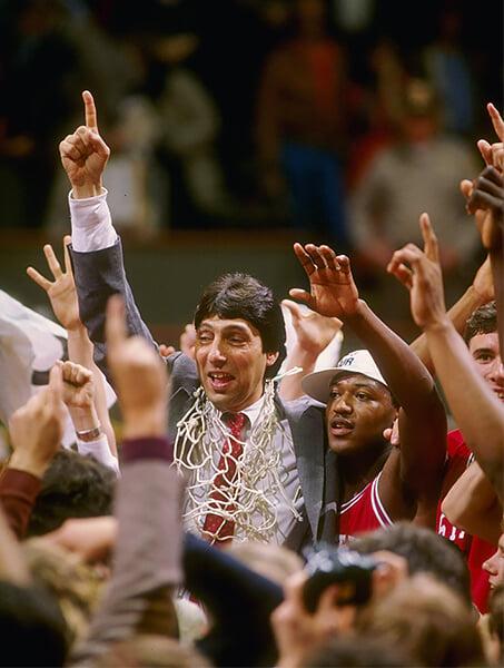 Он выиграл титул NCAA, победив в финале Хьюстон с Оладжувоном и Дрекслером. Но стал легендой благодаря великой речи о борьбе с раком