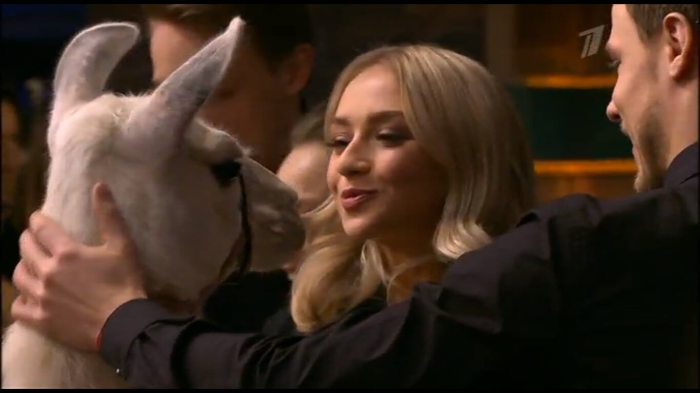 Фигуристы у Урганта: Косторная рассказала про сериалы, Козловский шутил про жесткие игрушки, а еще всем подарили живых лам