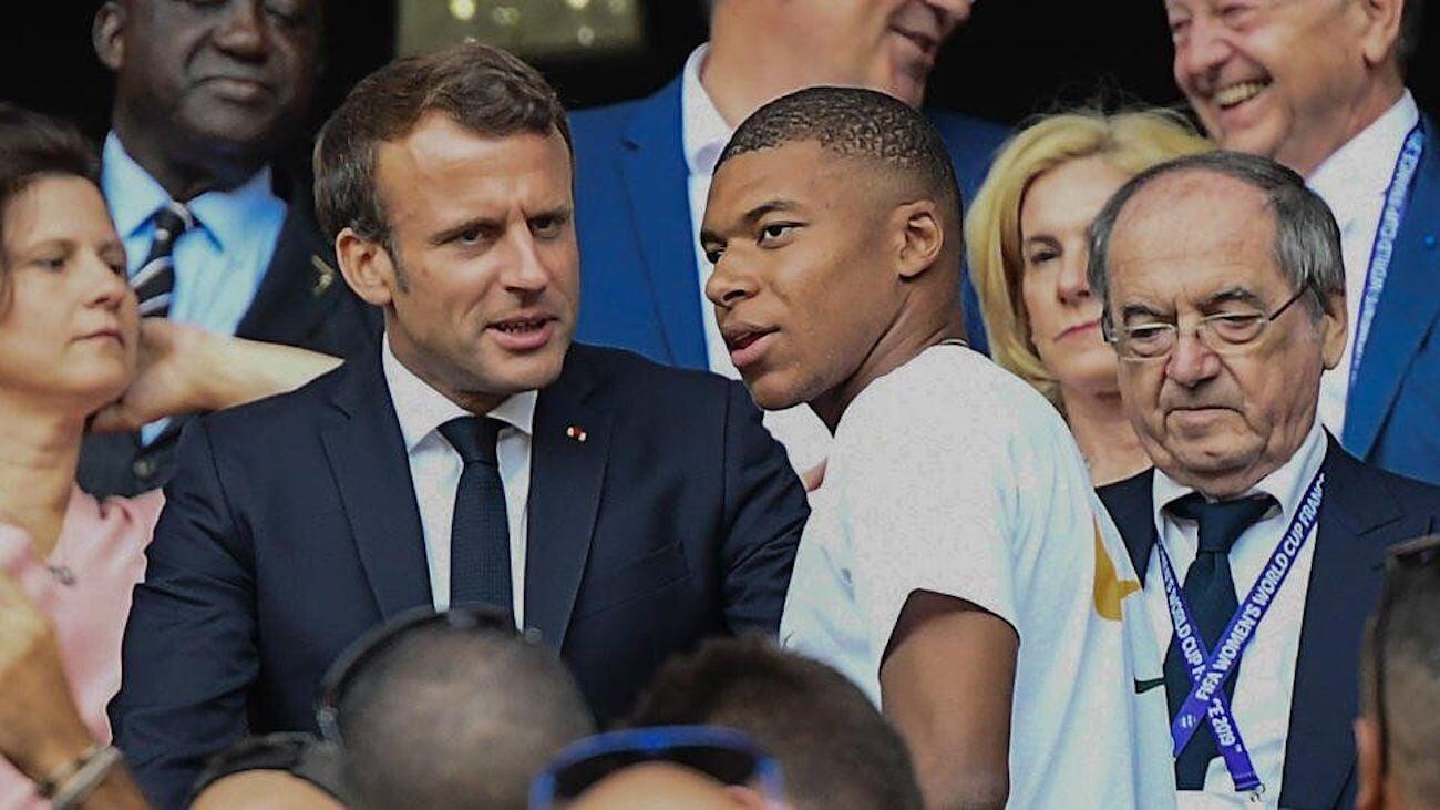 Макрон, Месси и Неймар постараются повлиять на решение Мбаппе о контракте с ПСЖ. Французу предложат соглашение на 2 года