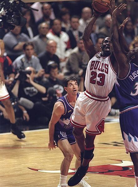 Лучший распасовщик в истории НБА – антипрививочник. Джон Стоктон снялся в фильме о теории заговора