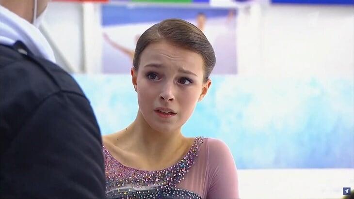Ученицы Тутберидзе побеждают, но плачут: Щербакова просчиталась с прыжками, Усачева расстроилась из-за падения
