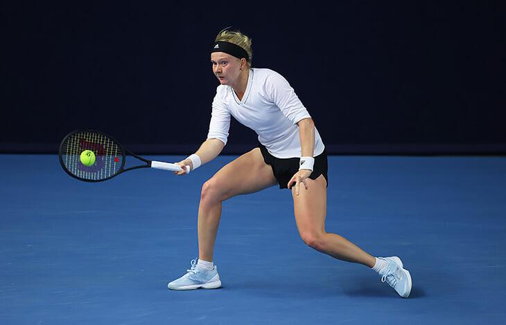 Теннисистка без 5 пальцев пробилась на Australian Open. К 20 она перенесла десятки операций и стала профи назло врачу