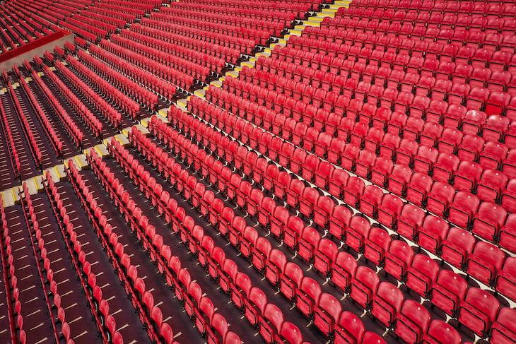 УЕФА просит лиги доиграть сезон до августа, можно с плей-офф вместо туров. Хотя разделить места могут и без матчей (особые случаи)