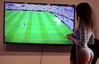 Твоя девушка играет лучше в FIFA 18, чем все твои друзья?
