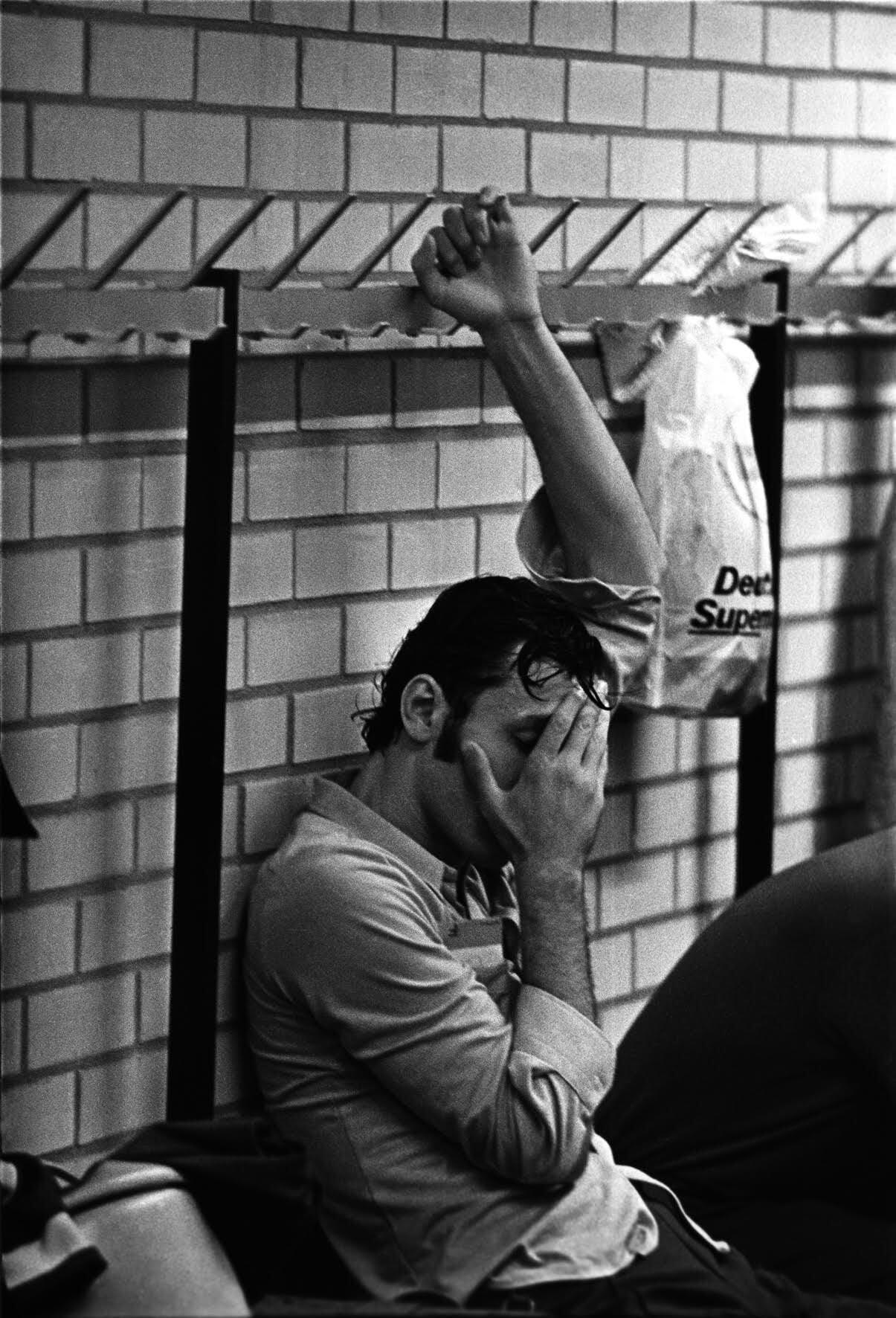 Чуть не вылетел из института физкультуры за стихи Пастернака, спал на полу у Дмитриевой, снимал тот самый финал СССР-США. Рассказывает фотожурналист Юрий Рост