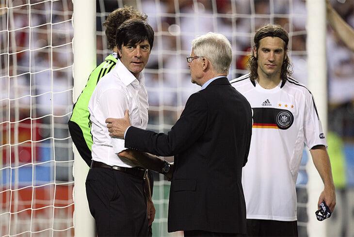 Фрингс 17 лет держал рекорд Евро по дальности гола – положил ван дер Сару с 38 метров! Тогда вел Германию с Баллаком, а потом поругался с Левом