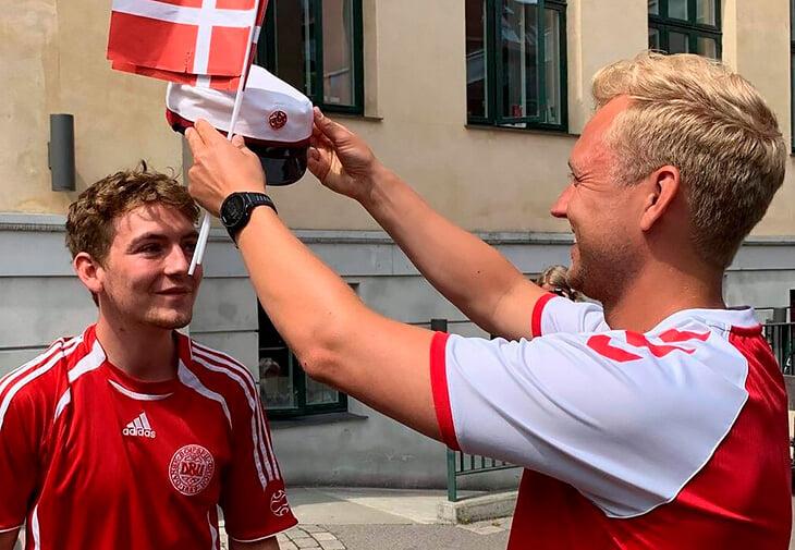 Один день из жизни датского выпускника: сдал экзамен на отлично, напился, потерял фуражку-подарок (в ней праздновали футболисты), Дилэйни вернул обратно